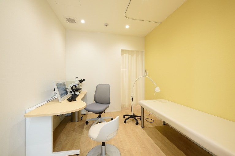 皮膚科診察室